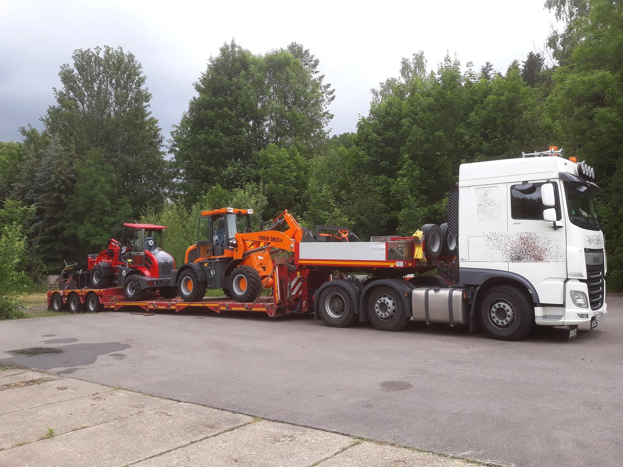 Radlader FERRUM DM312 x4 in rot und FERRUM DM625 x4 in Orange